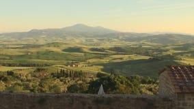 D'Orcia de Val en Toscana en la puesta del sol almacen de video