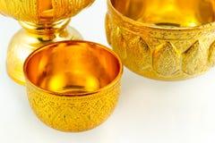 D'oro articoli tailandesi tradizionali su fondo bianco isolato Fotografia Stock Libera da Diritti