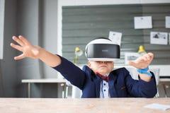 3D på en pojke som erfar livliga sinnesrörelser Royaltyfri Foto
