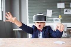 3D på en pojke som erfar livliga sinnesrörelser Royaltyfria Foton