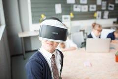 3D på en pojke som erfar livliga sinnesrörelser Royaltyfria Bilder