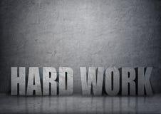 3d palavras concretas grandes 'trabalho duro' no interior de pedra Imagem de Stock