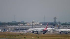 D?part d'American Airlines Boeing 777 clips vidéos