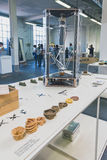 3D printer op vertoning bij Ventura Lambrate-ruimte tijdens Milan Des Royalty-vrije Stock Fotografie