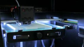 3D Printer tijdens het werk stock videobeelden