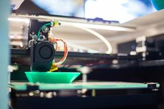3D Printer tijdens het werk stock foto's