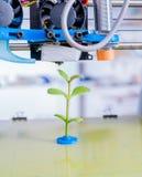 3d printer van het apparaat tijdens processe Jonge plant het groeien Stock Afbeelding