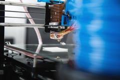 3d printermechanisme het werk yelementontwerp van het apparaat tijdens de processen Royalty-vrije Stock Fotografie