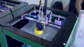 3D printers die, druk industrieel element werken stock videobeelden