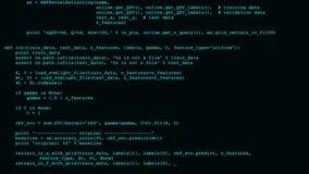 3D que corta o córrego do fluxo de dados do código no preto Tela com símbolos de datilografia da codificação foto de stock