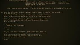 3D que corta o córrego do fluxo de dados do código no sepia Tela com símbolos de datilografia da codificação foto de stock