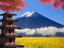 3d que rende o Mt Monte Fuji com cores da queda em japão Foto de Stock Royalty Free