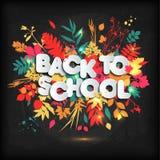 3D realista de nuevo a diseño del cartel del título de la escuela en una pizarra con las hojas de otoño Ilustración del vector libre illustration