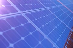 3D rendant la technologie de production d'électricité solaire Énergie de substitution Modules de panneau de batterie solaire avec Image libre de droits