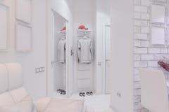 3d rendem da sala de visitas com design de interiores da cozinha em um moder Fotografia de Stock Royalty Free