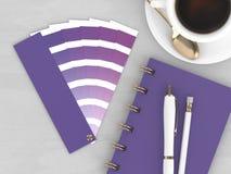 3d rendem dos artigos de papelaria com guia da paleta de cores Foto de Stock
