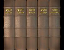 3D rendem dos cinco livros de Moses na tampa de couro e dourado Foto de Stock