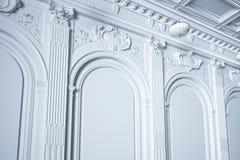 3d rendem a parede interior branca clássica Imagens de Stock Royalty Free