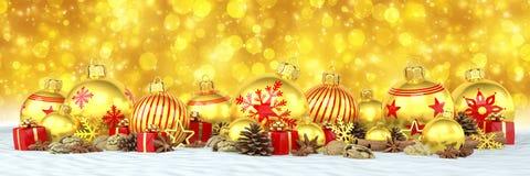 3d rendem - quinquilharias douradas do Natal sobre o backgroun dourado do bokeh Imagem de Stock Royalty Free