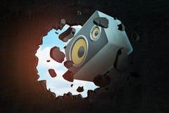 3d rendering duży audio głośnikowy łamanie przez czerni ściany z niebieskiego nieba zerkaniem przez dziury royalty ilustracja