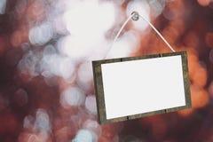 3D rendering: ilustracja znak deski obwieszenie przy szklanym drzwi przeciw zamazanemu bokeh tłu, ścinek ścieżka zawierać Zdjęcia Royalty Free