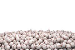 3d rendering ogromny rozsypisko biali baseballe z czerwonym zaszywaniem na białym tle royalty ilustracja
