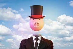 3d renderingu porcja jako głowa między kapeluszem biznesmena kostiumem i magikiem obrazy stock
