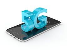 3D rendono del segno 5G sul telefono cellulare sopra bianco Fotografia Stock