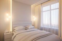 3d rendono di un interior design di una camera da letto minimalista bianca Immagini Stock Libere da Diritti