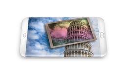 3D rendono di uno smartphone con una cartolina della tendenza famosa Fotografie Stock Libere da Diritti