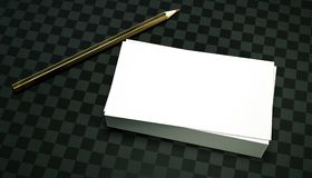 3d rendono la pila di biglietti da visita puliti una matita dell'isolato su un modello a quadretti scuro della presentazione di s Immagini Stock