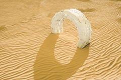 3d rendu, le d?sert large, avec des formes de rayures illustration libre de droits