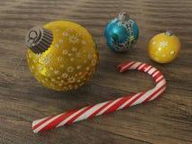 3D rinden de las chucherías de la decoración del día de fiesta del azul y del oro con la caña de azúcar Fotografía de archivo libre de regalías