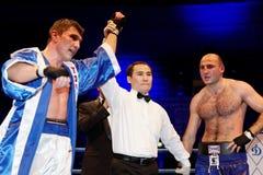 D.Shved Dinamo Moscow segrar i slagsmål mot I.Militopulos Royaltyfri Bild