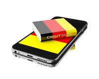 3d Smartphone avec le livre de l'Allemagne Étude des langues Photographie stock libre de droits