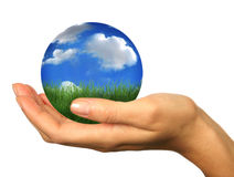 Dé sostener una tierra del planeta del paisaje del globo 3D Fotos de archivo