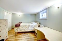 3 d sypialni otoczenia wewnętrznej pozbawione piorun Świekry mieszkanie Obrazy Stock