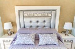 3 d sypialni otoczenia wewnętrznej pozbawione piorun Fotografia Stock