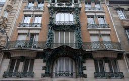 D?tail de la fa?ade d'un b?timent en Art Nouveau Style ? Paris images stock