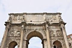 D?tail de la vo?te de Constantine La vo?te est situ?e pr?s du Colosseum et est con?ue pour comm?morer la victoire de images libres de droits