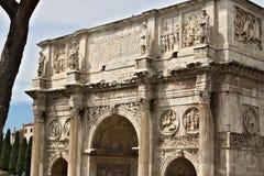 D?tail de la vo?te de Constantine La vo?te est situ?e pr?s du Colosseum et est con?ue pour comm?morer la victoire de photographie stock libre de droits