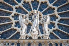 D?tails sur la fa?ade du Notre-Dame de Paris photo libre de droits