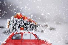 3D Teruggevende reis van de Kerstmisauto Royalty-vrije Stock Afbeelding