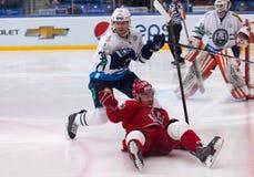 d Tsiganov (10) caída en el hielo Foto de archivo