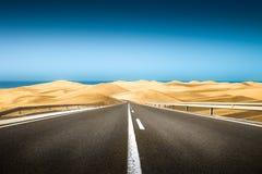 Długa droga w pustyni Zdjęcia Stock