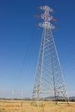 Długie linie linii energetycznej wierza Zdjęcia Royalty Free