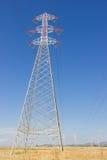 Długie linie linii energetycznej wierza Fotografia Royalty Free