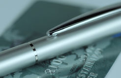 długopis kredytowe karty zdjęcia stock