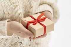 D? uma caixa de presente fotos de stock royalty free