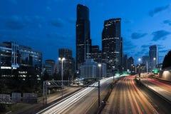 5 d'un état à un autre et horizon du centre de ville de Seattle à l'aube Photographie stock